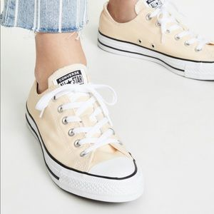 Converse Low Top All Stars in Pale Vanilla